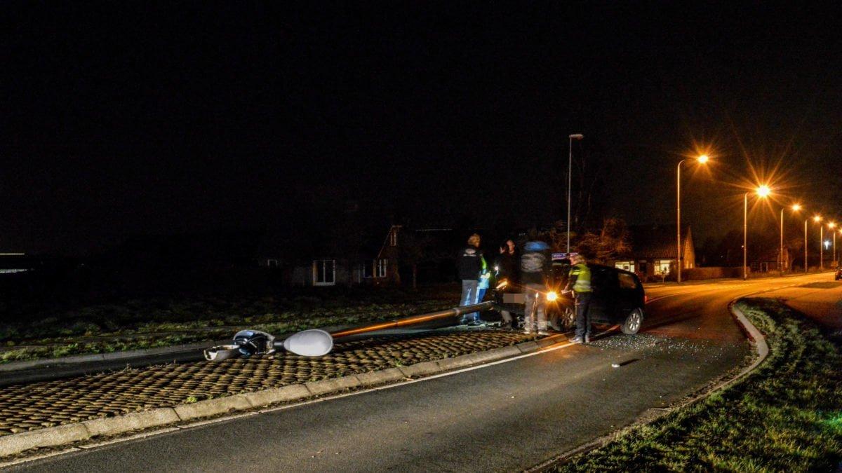 Steenwijkerweg in het donker na eenzijdig ongeval in Witte Paarden
