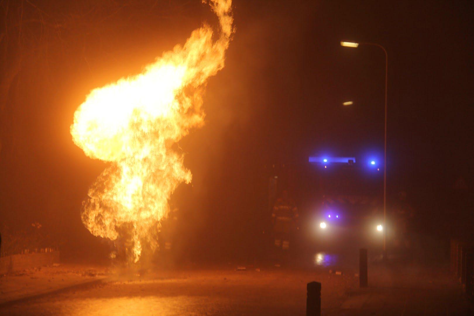 Metershoge steekvlam bij gas lekkage aan de Gelderingen in Steenwijkerwold