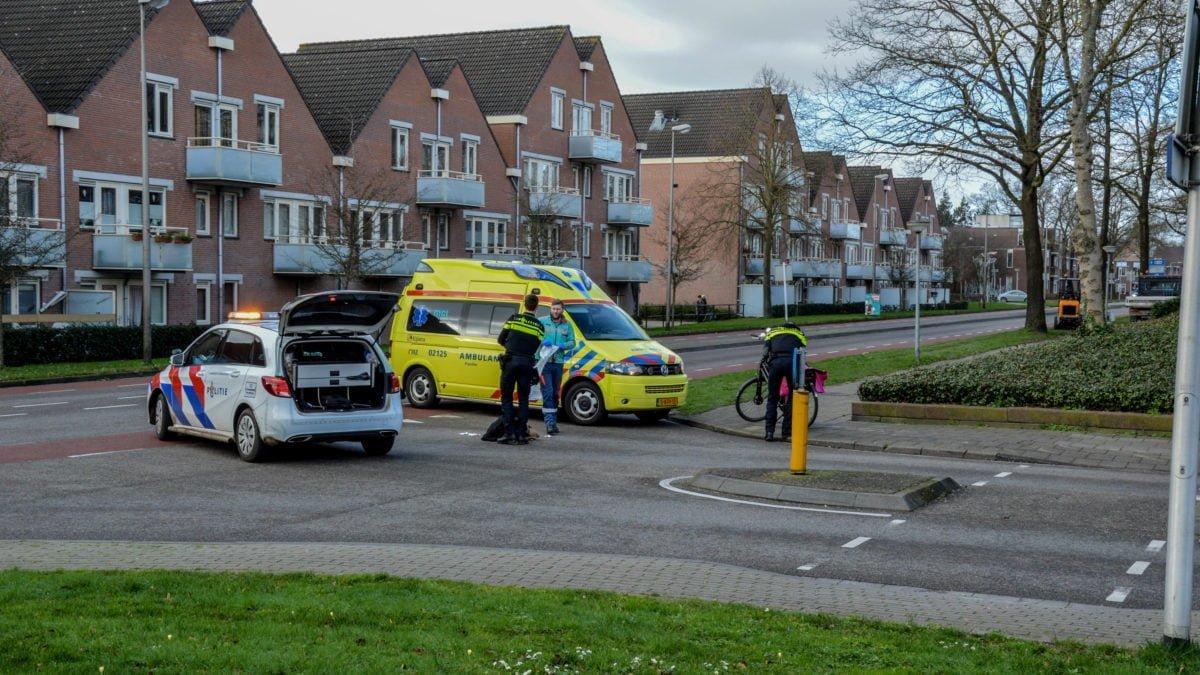 Fietsster onderuit op kruising Vendelweg in Steenwijk
