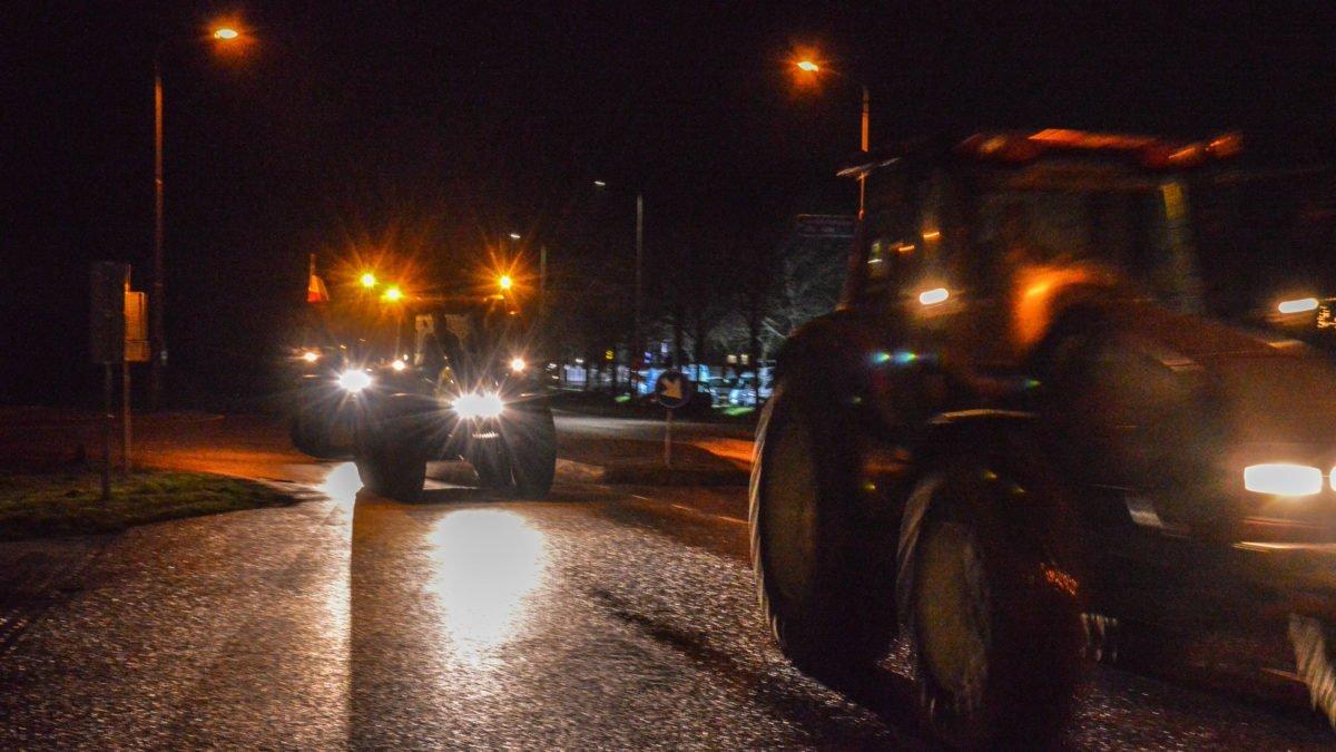 Verzamelde boeren in Rogat opnieuw onderweg naar Den Haag