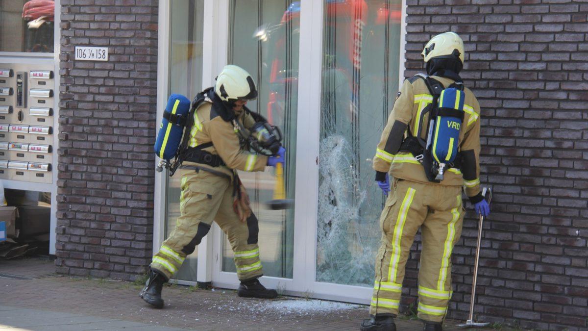 Brandweer verschaft zich toegang tot een woning in Meppel