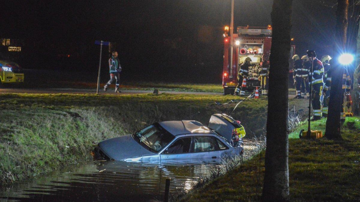 Auto te water in Wolvega; bestuurder spoorloos