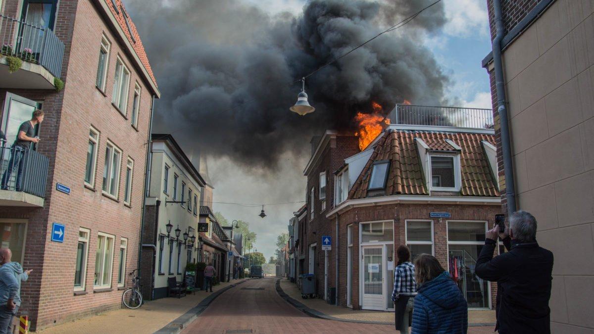 Felle uitslaande brand in Steenwijk snel onder controle (Update)