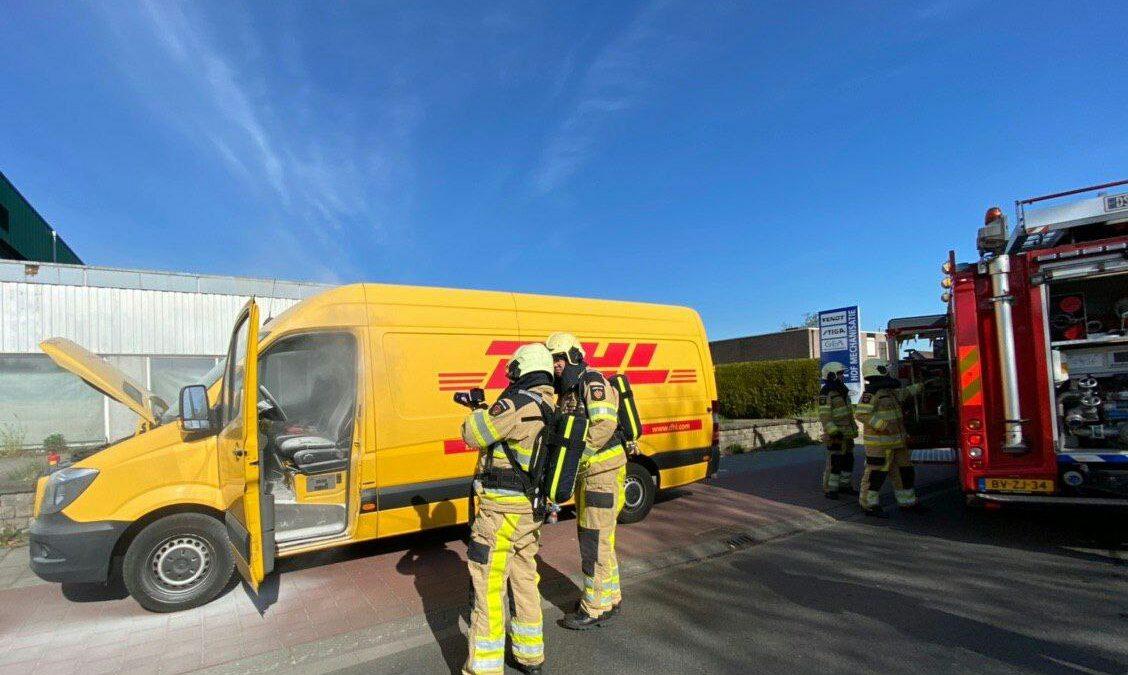 Bestelbus in brand aan de Eesveenseweg in Steenwijk