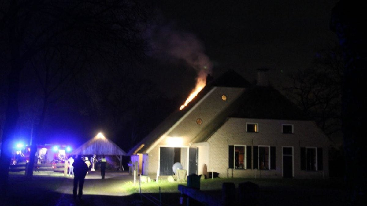 Brandweer rukt uit voor forse schoorsteenbrand in Wapserveen