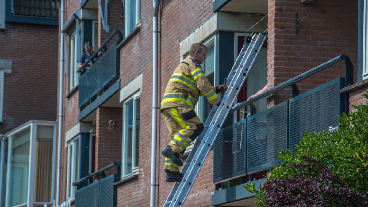 Brandweer opent deur voor buitengesloten bewoners in Steenwijk