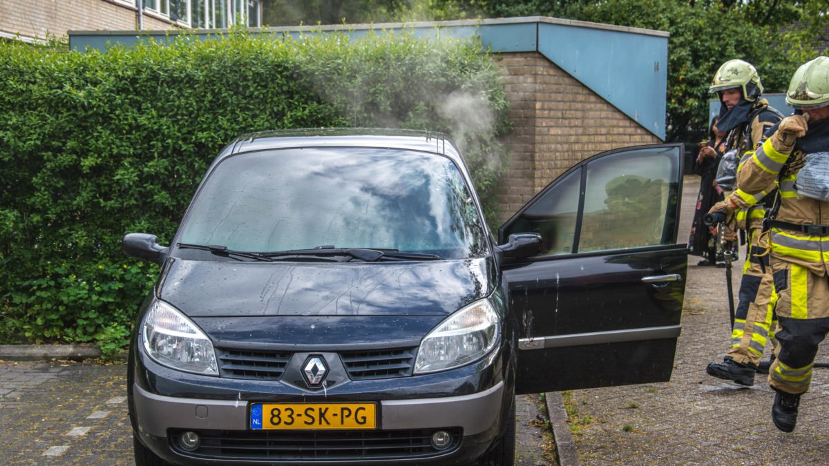 Brandweer rukt uit voor autobrand in Steenwijk