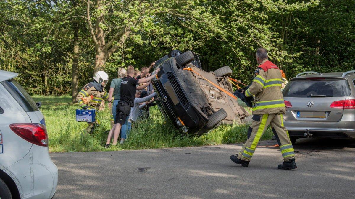 Auto gekanteld bij ongeval in Willemsoord