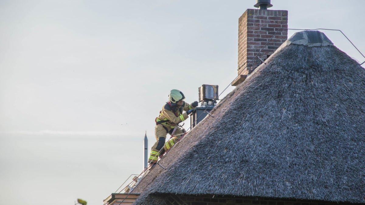 Brandweer rukt uit voor schoorsteenbrand in Nijensleek