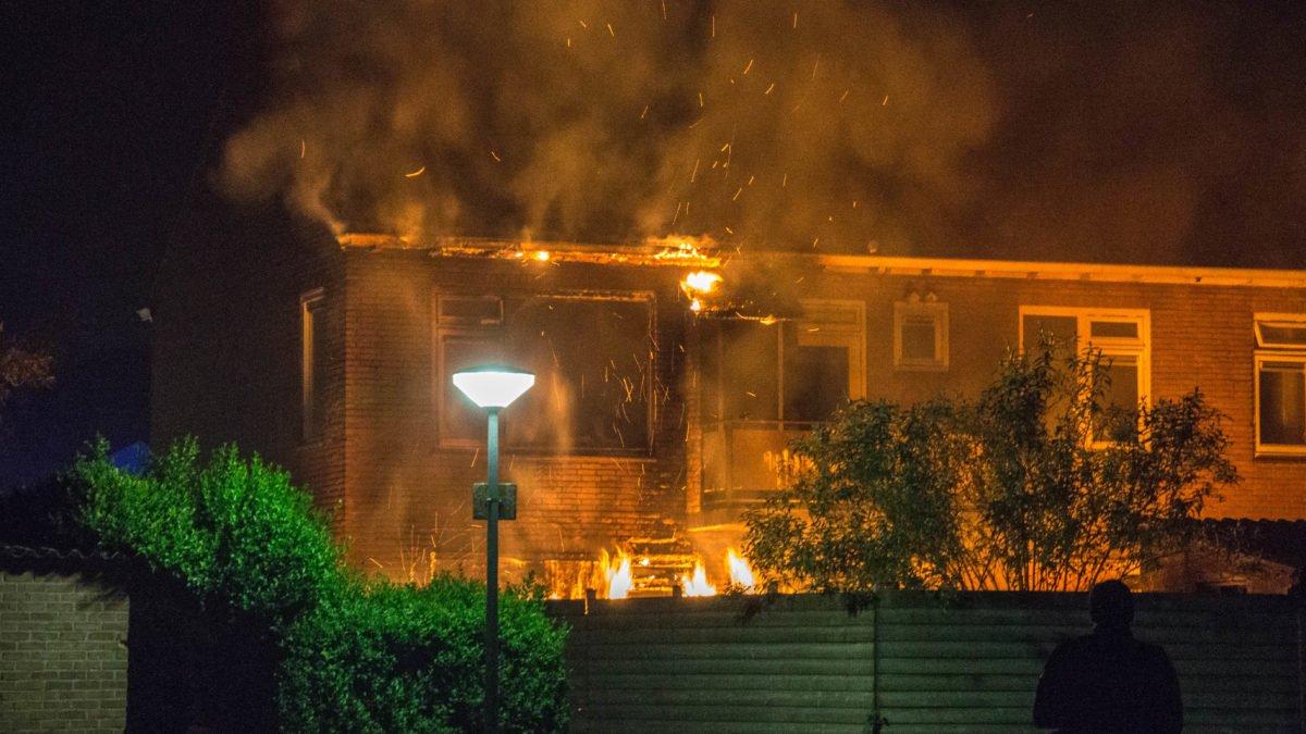 Forse schade aan sloopwoning na uitslaande brand in Steenwijk
