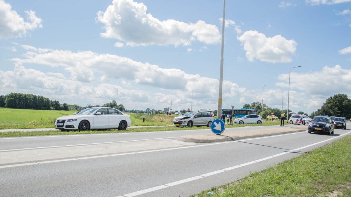 Drie auto's betrokken bij kop staart botsing Blokzijlseweg