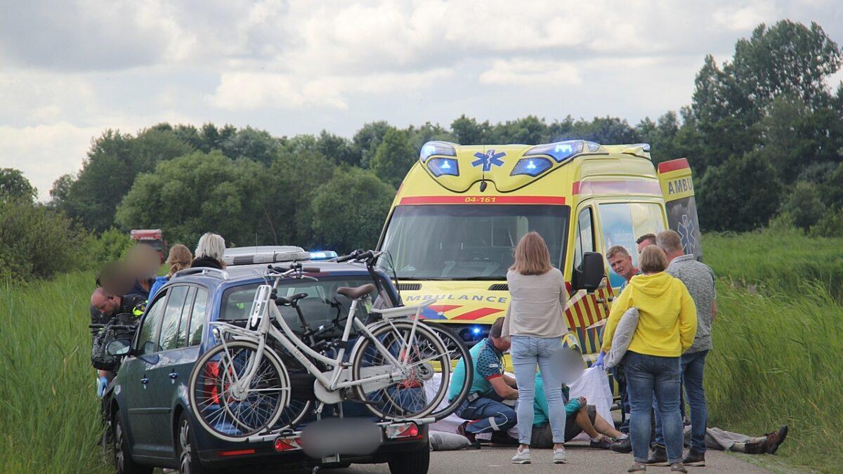 Twee fietsers gewond na botsing met elkaar in Giethoorn