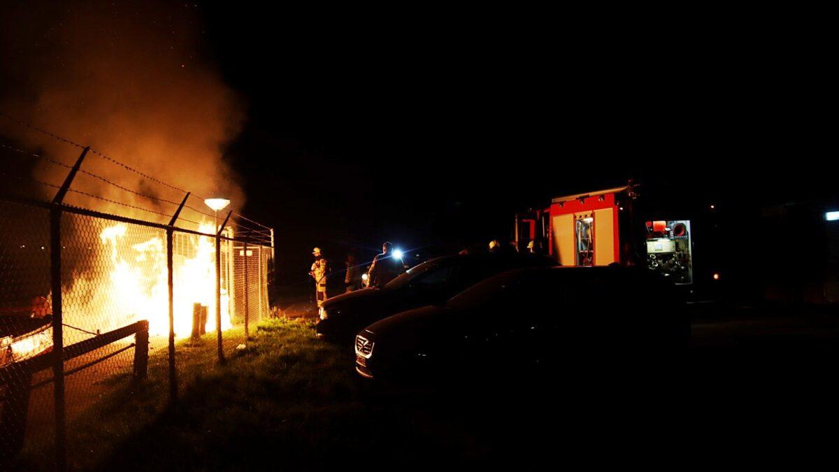 Daadwerkelijk brand na brandgerucht aan de Houthaven in Steenwijk