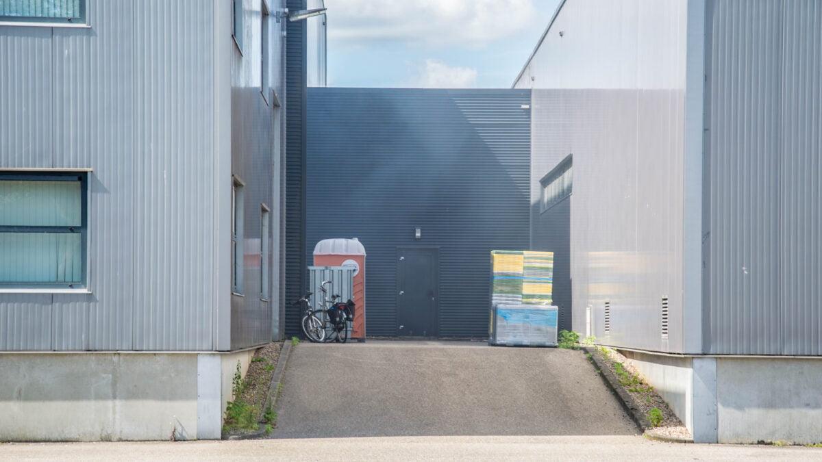 Bedrijf ontruimd na brand in oven in Steenwijk