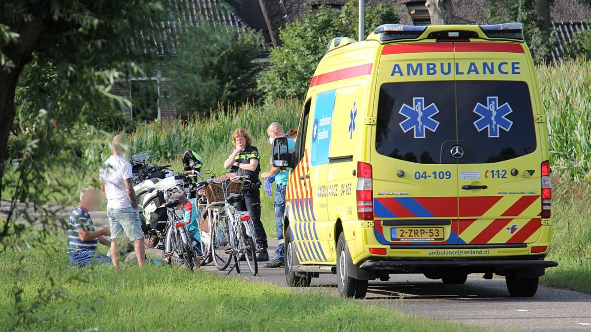 Fietsster gewond aan de Beulakerweg in Giethoorn