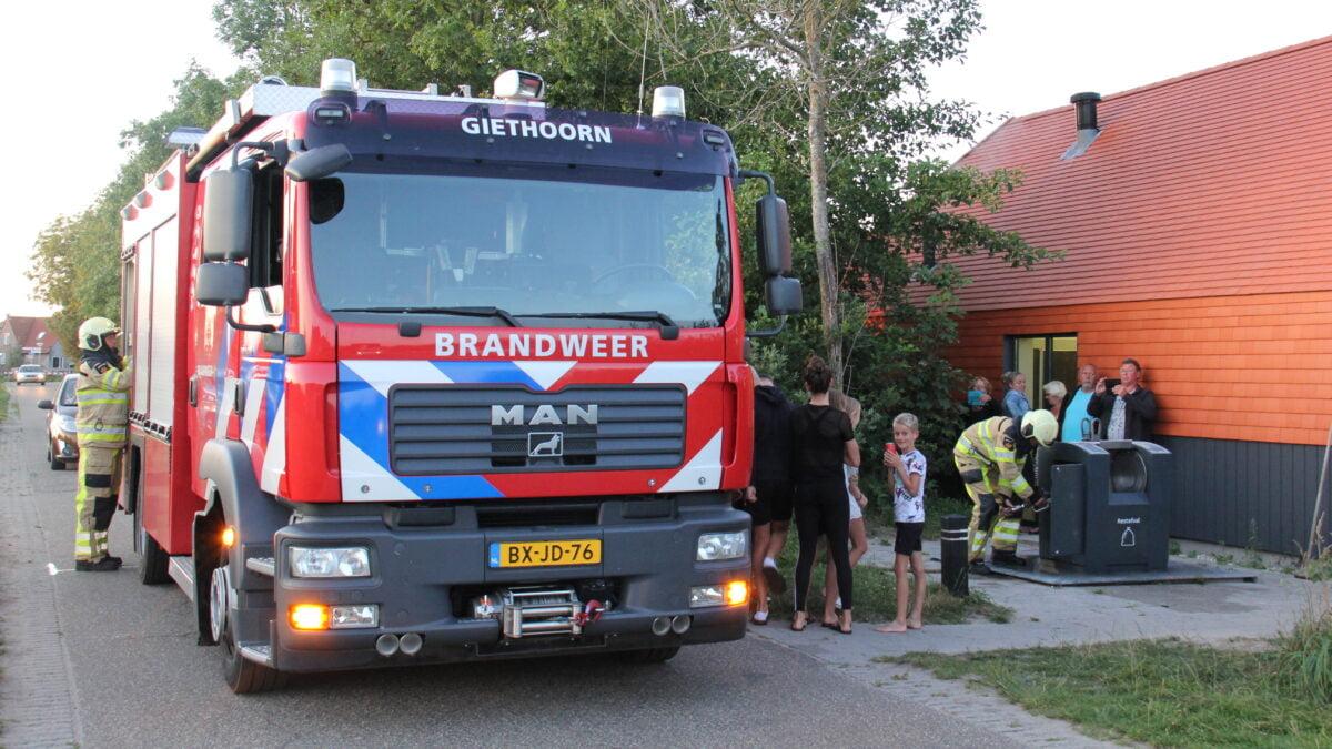 Ondergrondse container in brand aan de Vosjacht in Giethoorn