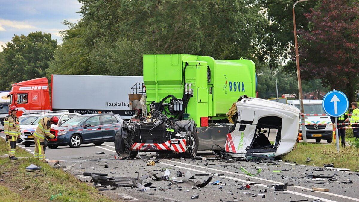 Ravage na ongeval met twee vrachtwagens op de N331