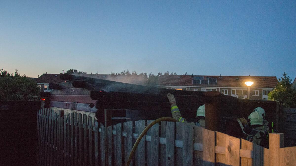 Bewoner lichtgewond na schuurbrand in Steenwijkerwold
