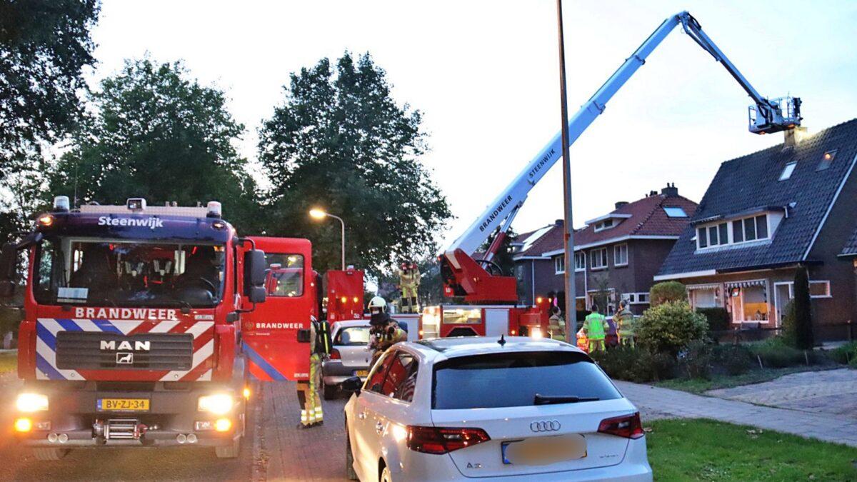 Brandweer van Steenwijk controleert schoorsteen op brand