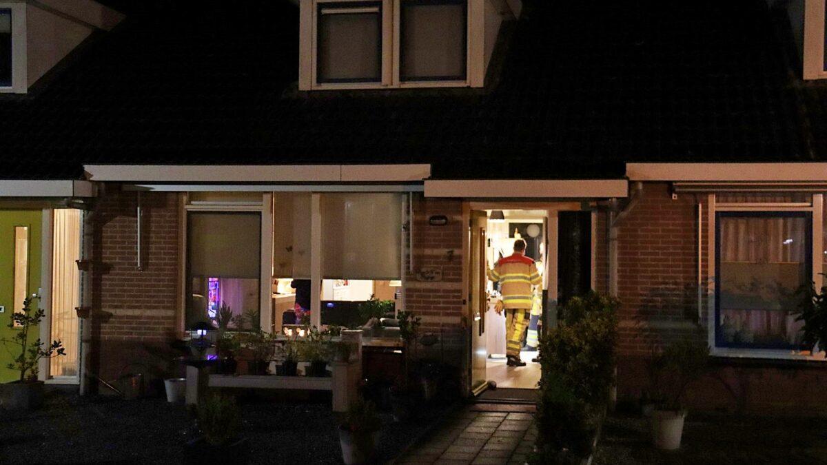 Brandweer voert nacontrole uit in woning aan de Prinses Irenestraat te Steenwijk