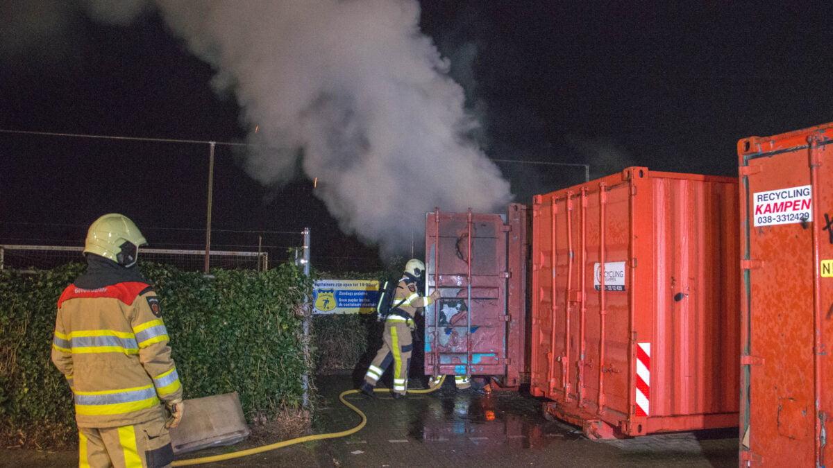 Brand in oud papier container bij Olde Veste in Steenwijk