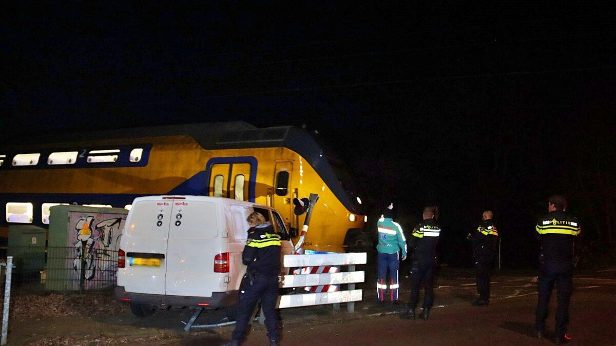 Eenzijdig verkeersongeval op spoorwegovergang Kallenkoterallee in Steenwijk