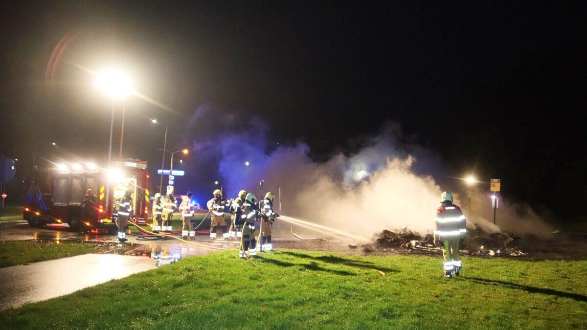 Caravans in brand aan Kuinderdijk in Blokzijl