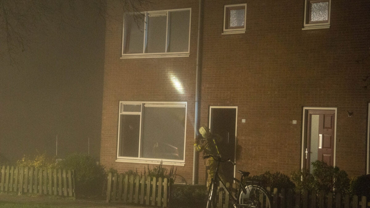 Bewoner gewond bij felle woningbrand in Giethoorn
