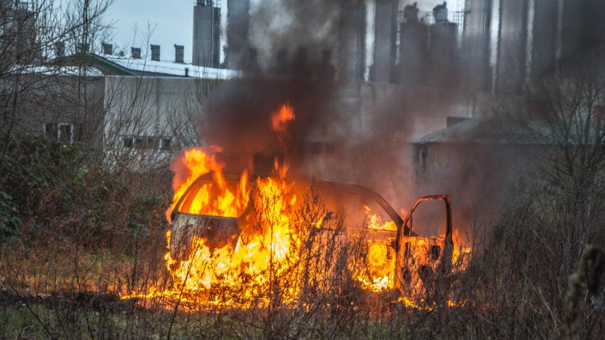 Auto in brand gestoken in Steenwijk