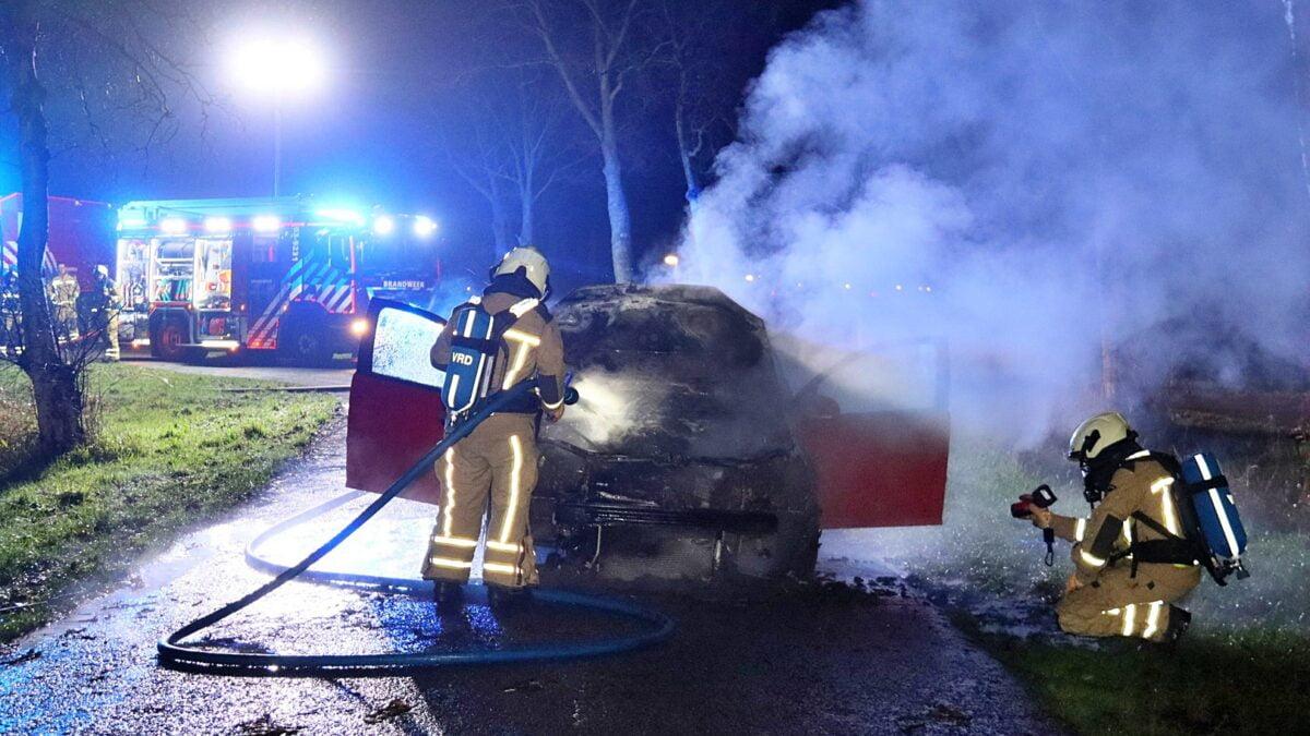 Auto verwoest door brand in Meppel