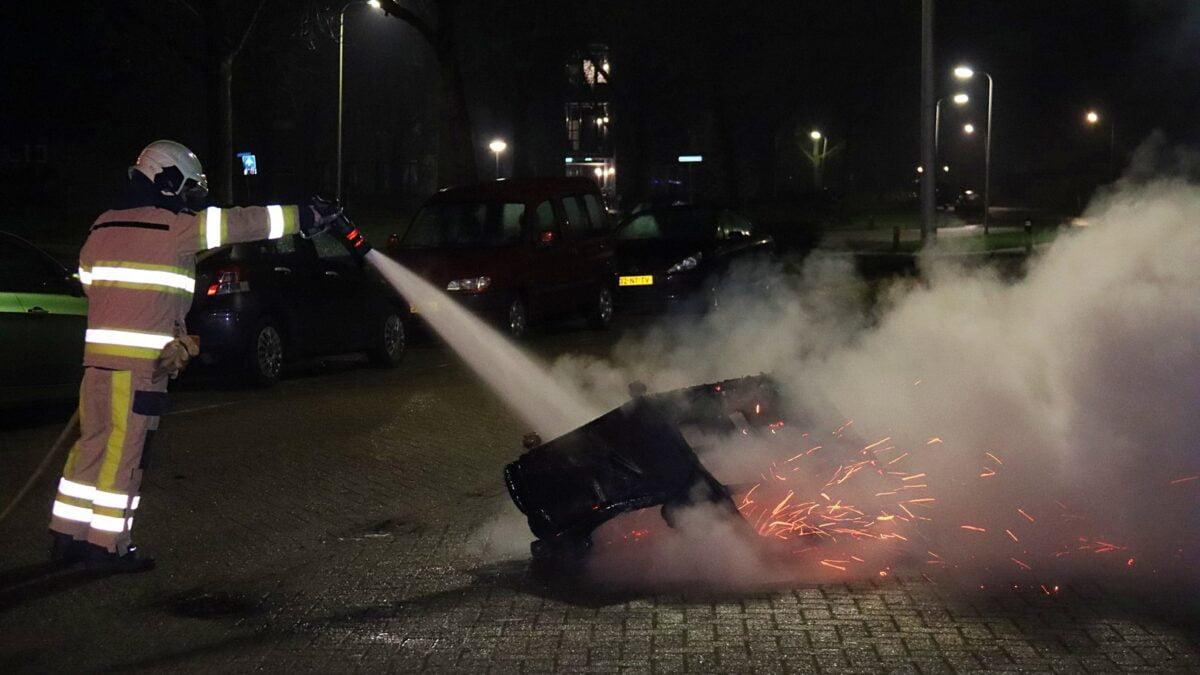 Bankstel in brand aan de Jan van Riebeeckstraat in Steenwijk