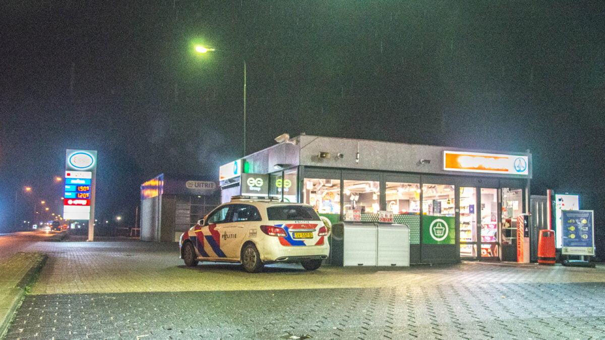 Politie zoekt voortvluchtige dader na overval op tankstation in Steenwijk (Video)
