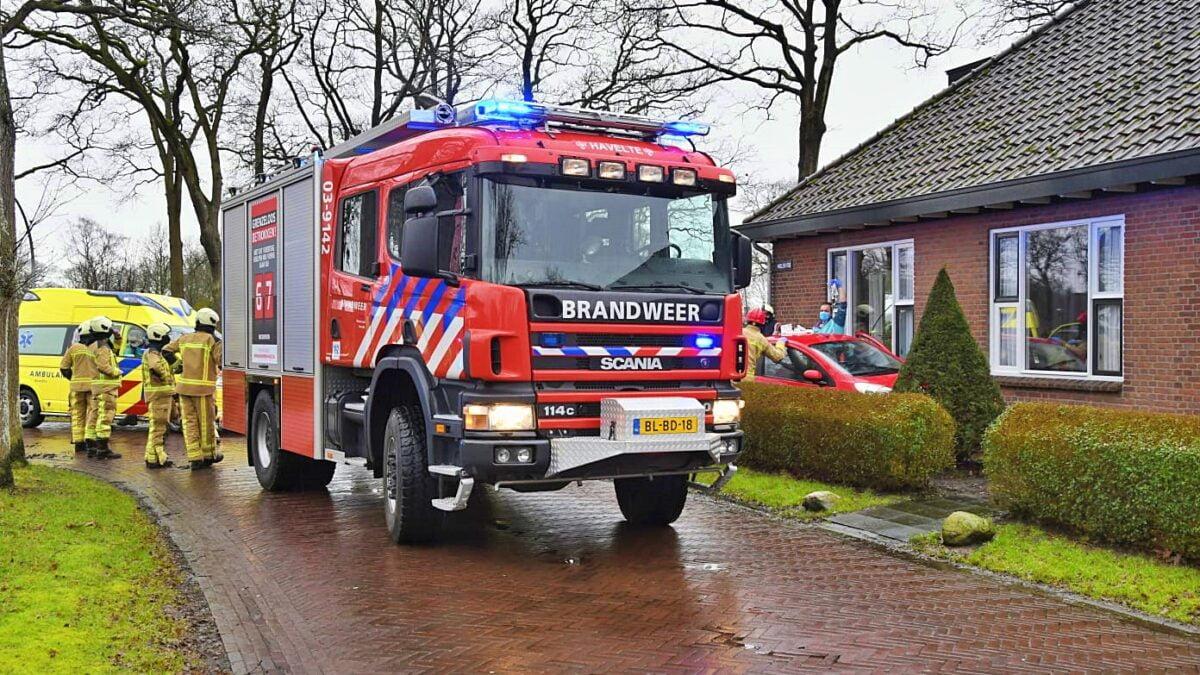 Bestuurster verliest controle over haar voertuig en eindigt in tuin aan de Molenweg in Havelte
