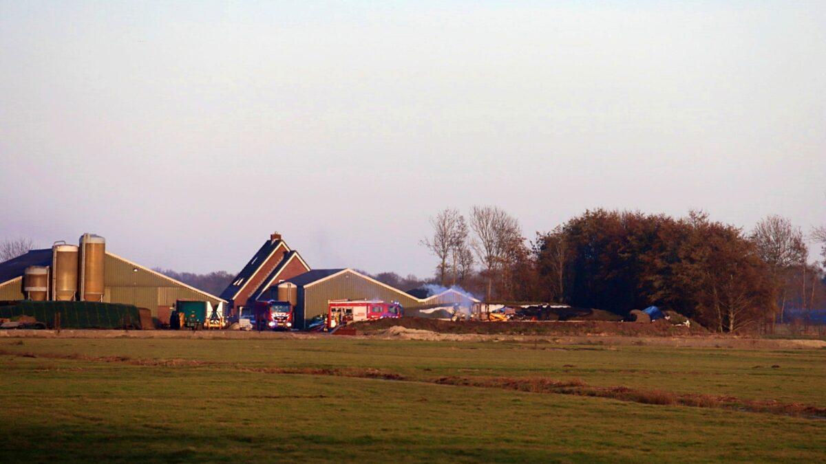 Landbouwvoertuig in brand aan de Oosterbroekweg in Oldemarkt