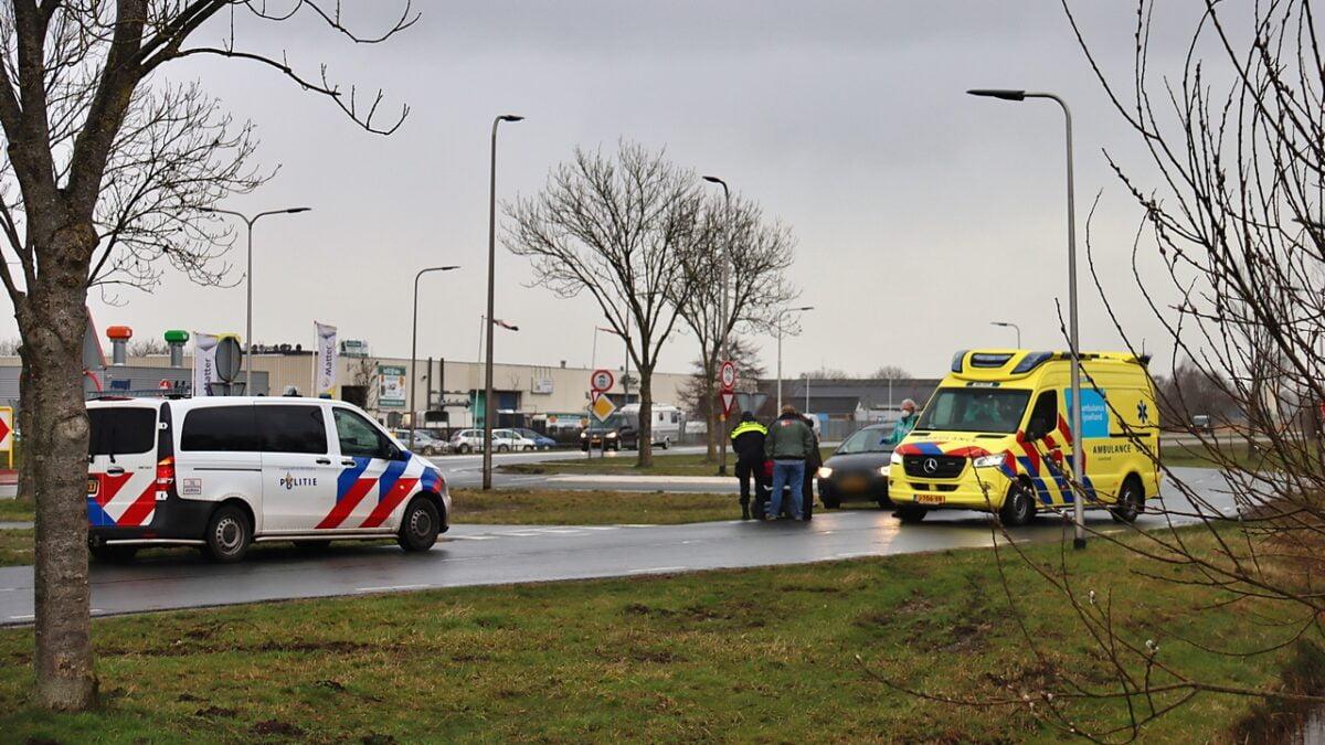Vrouw komt ten val op de Ruxveenseweg in Steenwijk