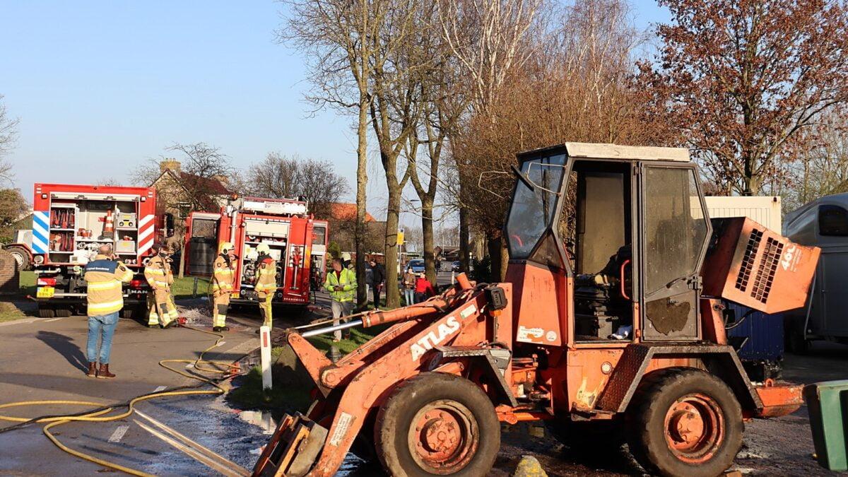 Landbouwvoertuig vat vlam in agrarische schuur in buurtschap Barsbeek