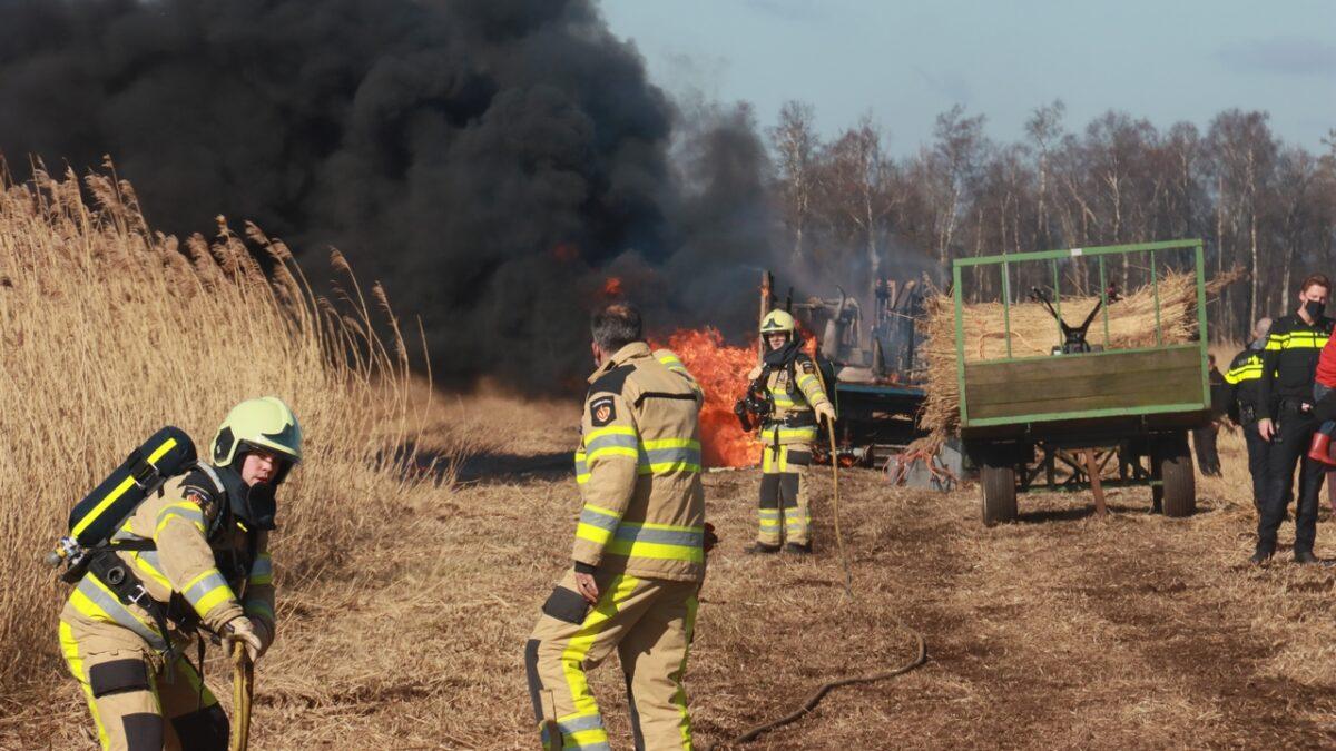 Landbouwvoertuig brandt uit in natuurgebied De Weerribben bij Nederland