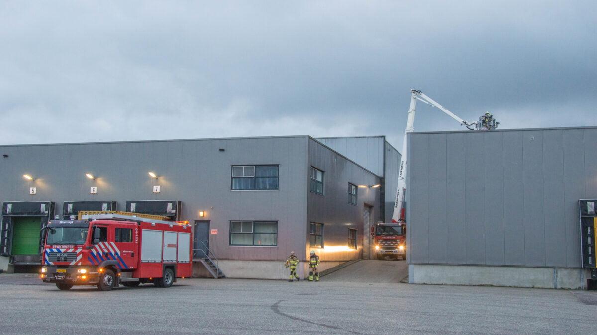 Brandweer rukt uit naar Veenderij voor brand in fabriek