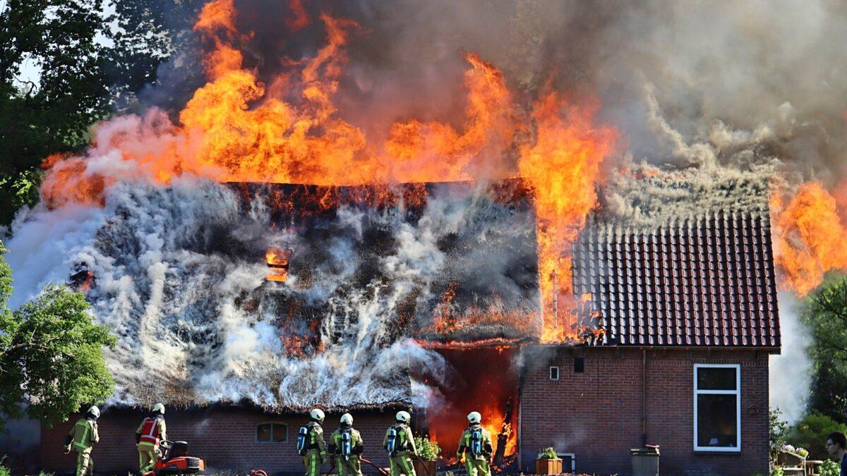 Grote brand aan de Wittelterweg in Diever