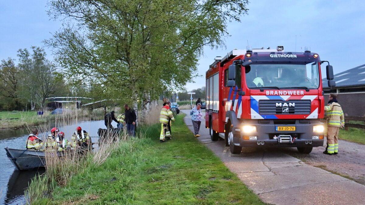 Brandweer rukt uit voor persoon te water in Giethoorn