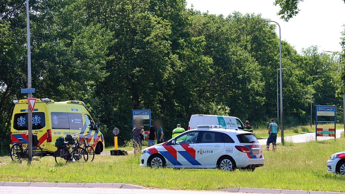 Fietser gewond bij oversteek aan de Schansweg in Steenwijk