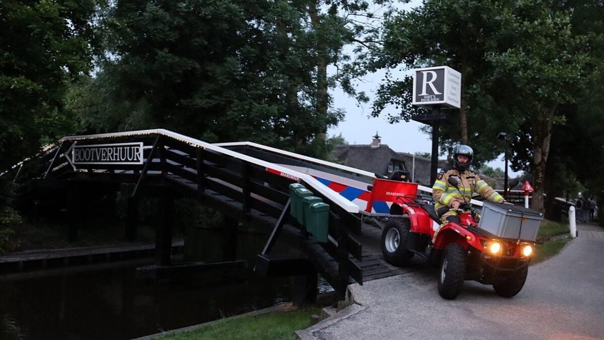Brandweer Giethoorn gealarmeerd voor assistentie ambulance en brandgerucht