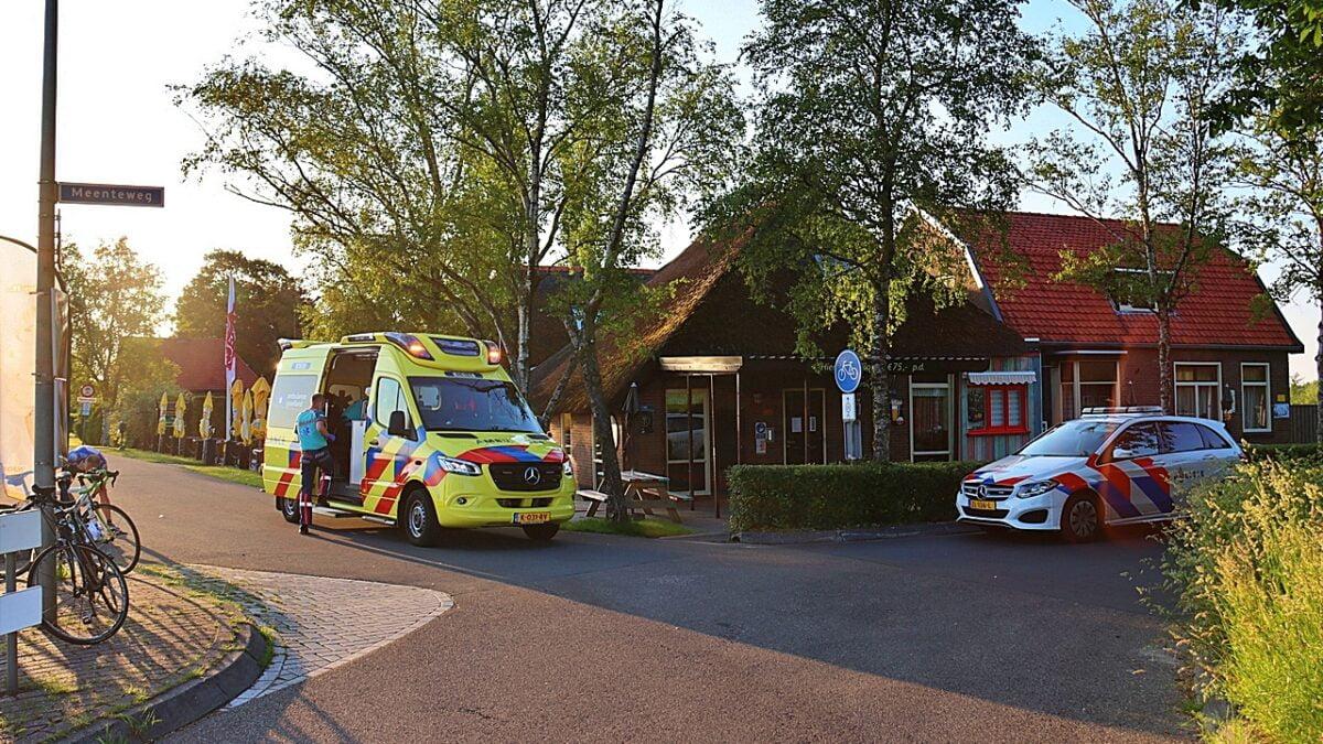 Wielrenners ten val op de Meenteweg in Kalenberg