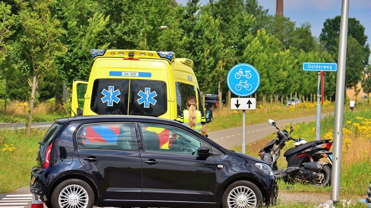 Opzittenden van snorfiets gewond bij aanrijding op de Dolderweg in Tuk